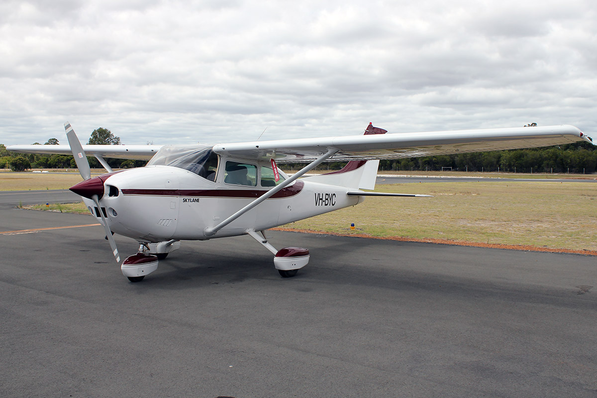 VH-BYC Cessna 182Q (MSN 18265412) owned by Philip Gordon Hume Hooper, at Bunbury Airport – 5 March 2016