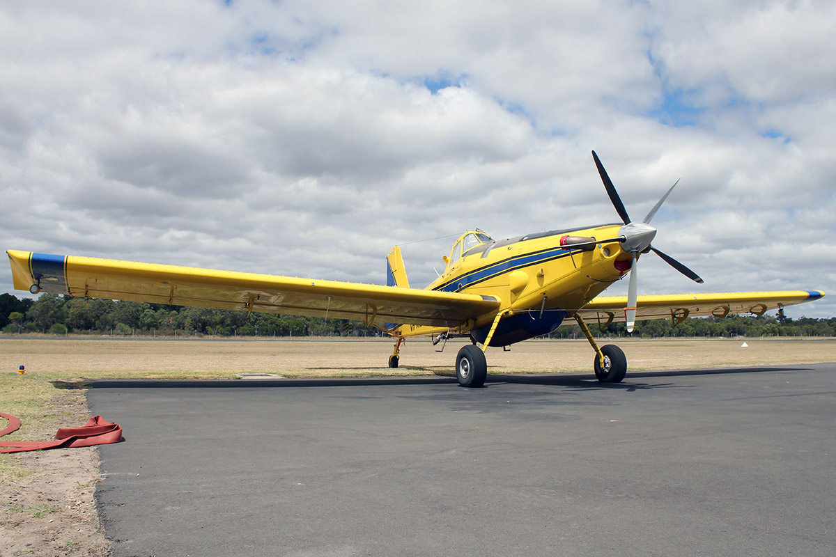 VH-NID Air Tractor Inc. AT-802A (MSN 802A-0523) operated by Dunn Aviation Pty. Ltd., at Bunbury Airport – 5 March 2016