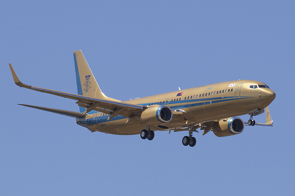 9M-III Boeing 737-8ZE (BBJ2) (MSN 60686) of Sultan of Johor at Perth Airport – 8 March 2016.