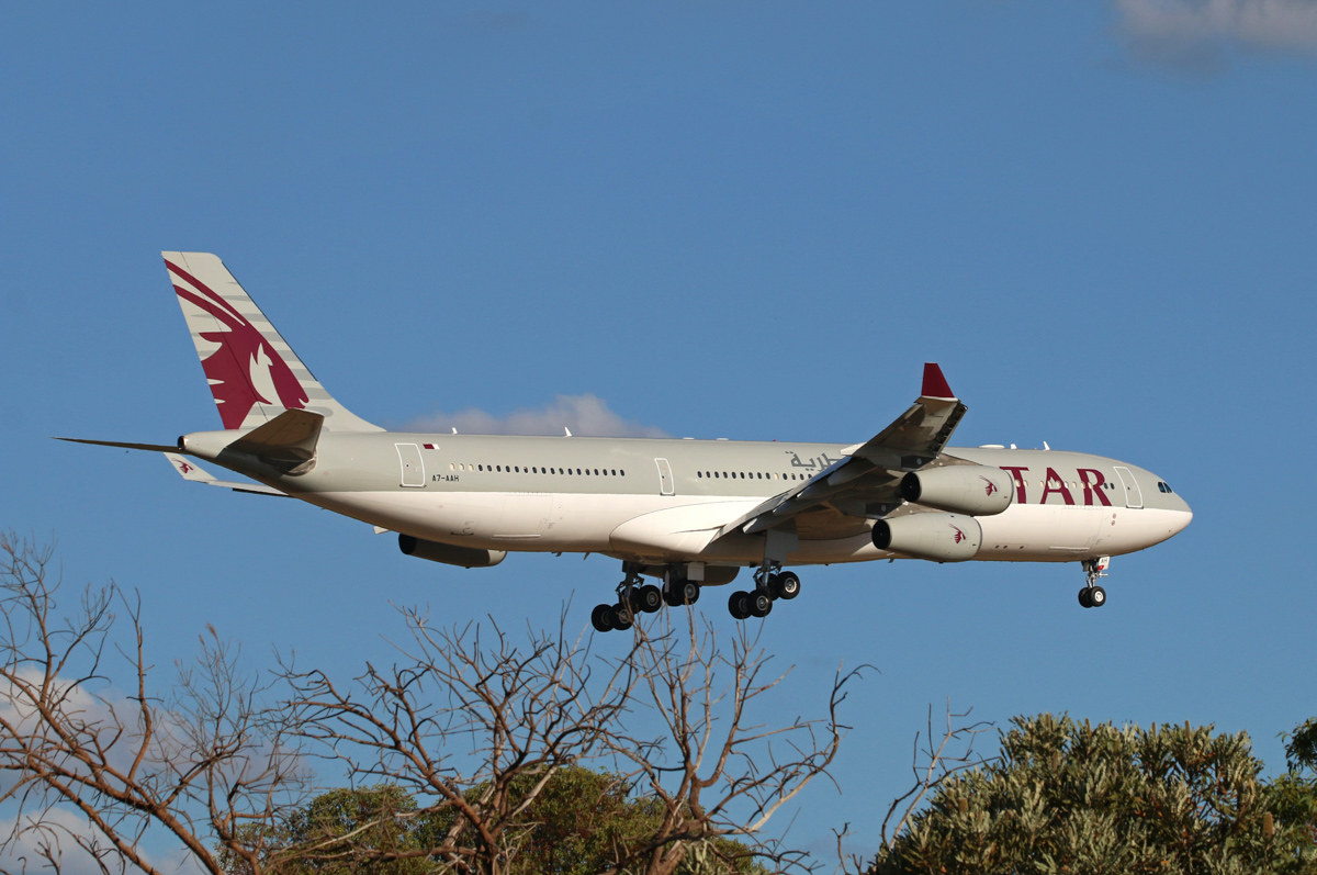 A7-AAH Airbus A340-313X (MSN 528) of State of Qatar Amari Flight at Perth Airport – Sun 20 March 2016. Second visit to Perth, 'AMIRI 10' arriving on runway 21 from Sydney at 4:25pm. Photo © Steve Jaksic