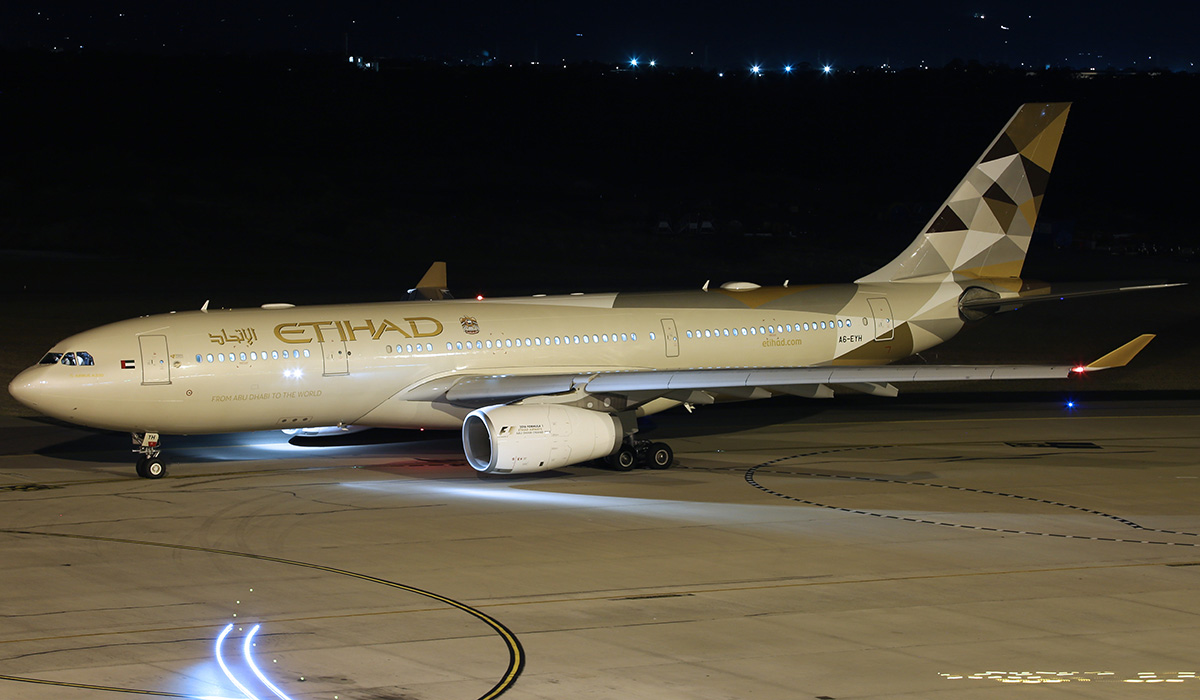 A6-EYH Airbus A330-243 (MSN 729) of Etihad Airways at Perth Airport – 29 March 2016.