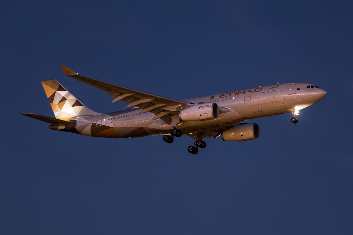 A6-EYH Airbus A330-243 (MSN 729) of Etihad Airways at Perth Airport – 25 Jan 2016. Arriving 5 hours late, flight EY486 from Abu Dhabi is seen on approach to runway 21 at 6:46pm. This aircraft previously wore the Expo 2015 Milan livery, but during early January 2016 was repainted in the new Etihad colours. Photo © Marcus Graff