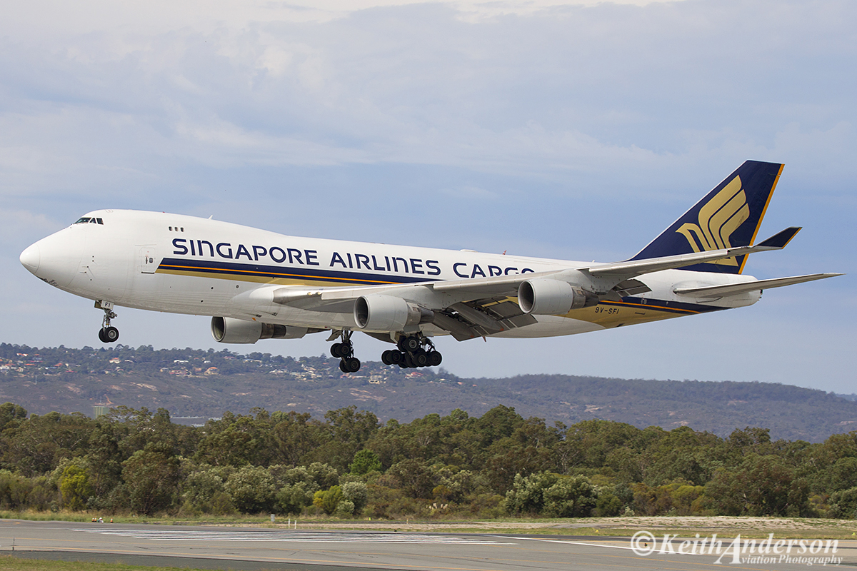9V-SFI Boeing 747-412F (SCD) (MSN 28027) of Singapore Airlines Cargo at Perth Airport – 24 April 2016.