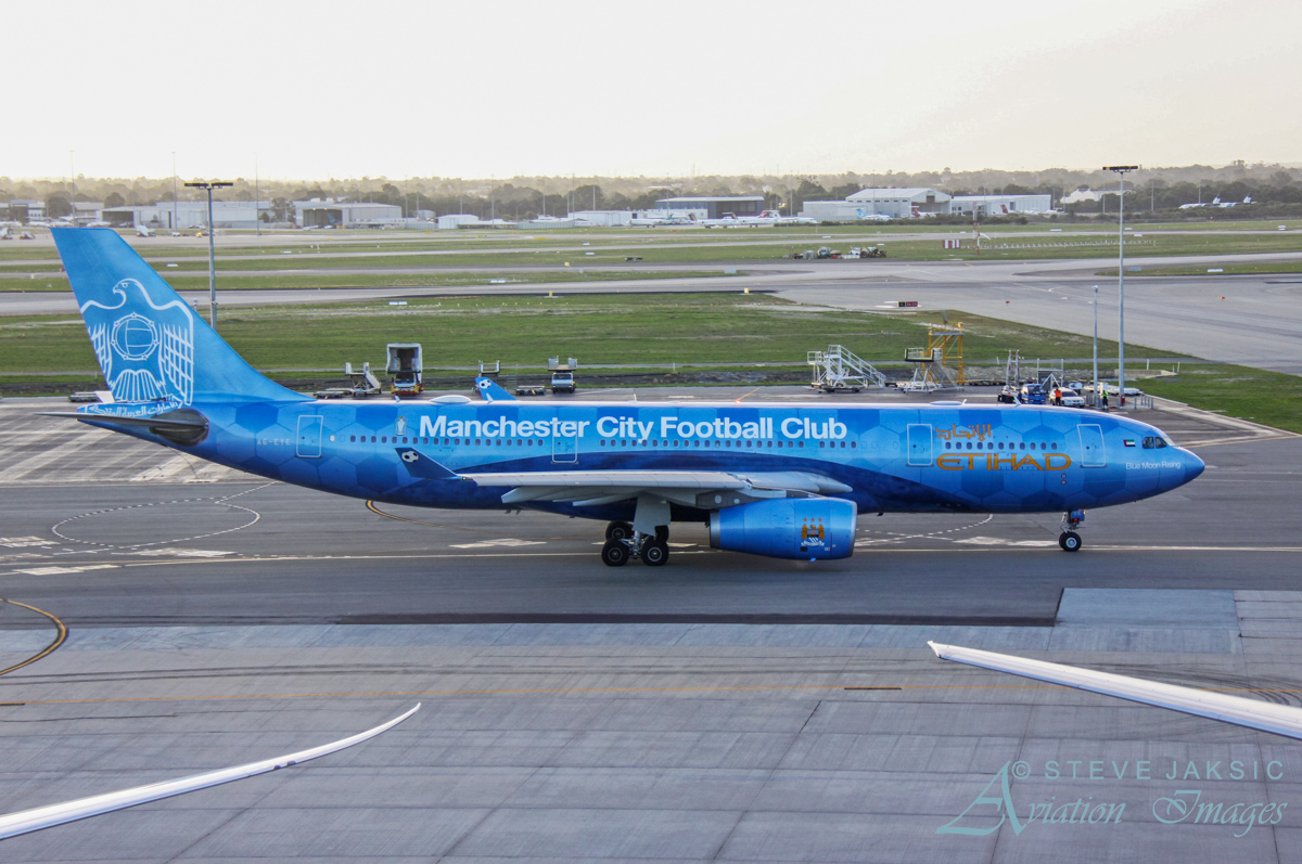 A6-EYE Airbus A330-243 (MSN 688) of Etihad, named 'Blue Moon Rising', and wearing a special Manchester City Football Club livery, at Perth Airport – Fri 29 April 2016. First visit to Perth. Taxying out to runway 21 at 5:04 pm as flight EY487 to Abu Dhabi. Photo © Steve Jaksic