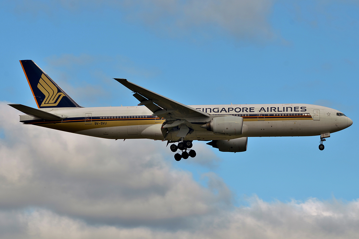 9V-SVJ Boeing 777-212ER (MSN 32335) of Singapore Airlines at Perth Airport – 3 May 2016.