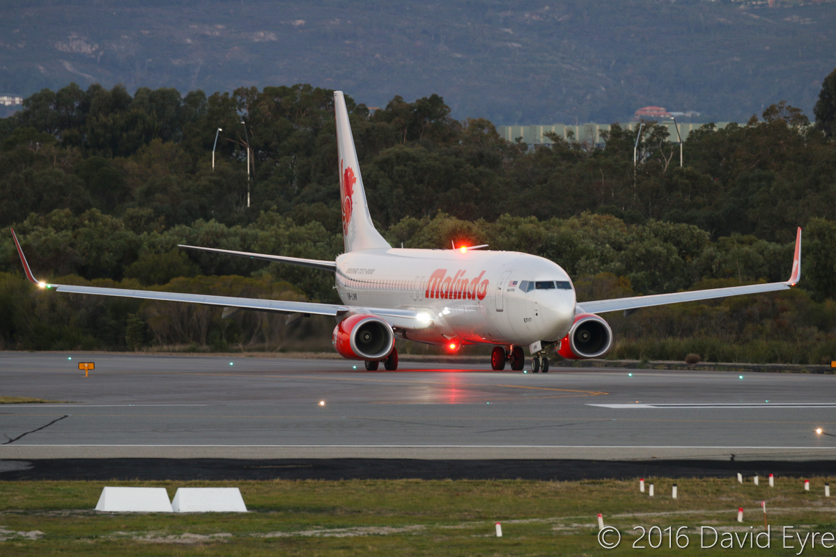9M-LNW Boeing 737-8GP (MSN 39875/5616) of Malindo Air, at Perth Airport – Wed 1 June 2016. Flight OD152 to Kuala Lumpur about to line-up for take-off from runway 03 at 5:22pm. Photo © David Eyre