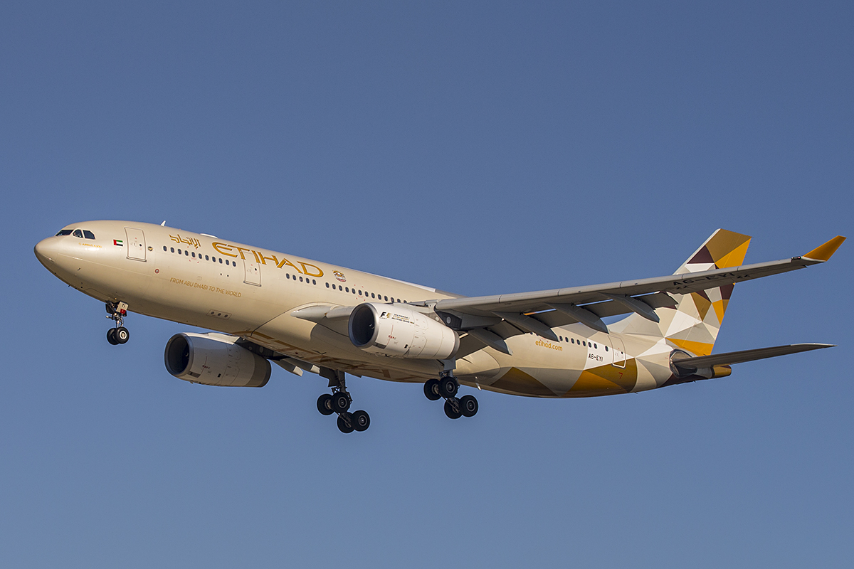 A6-EYI Airbus A330-243 (MSN 730) of Etihad, at Perth Airport – 1 June 2016. Making the final scheduled flight to Perth by an Etihad A330, about to land on runway 06 at 1:59 pm. Photo © Keith Anderson (Photographed using Canon cameras and lenses)