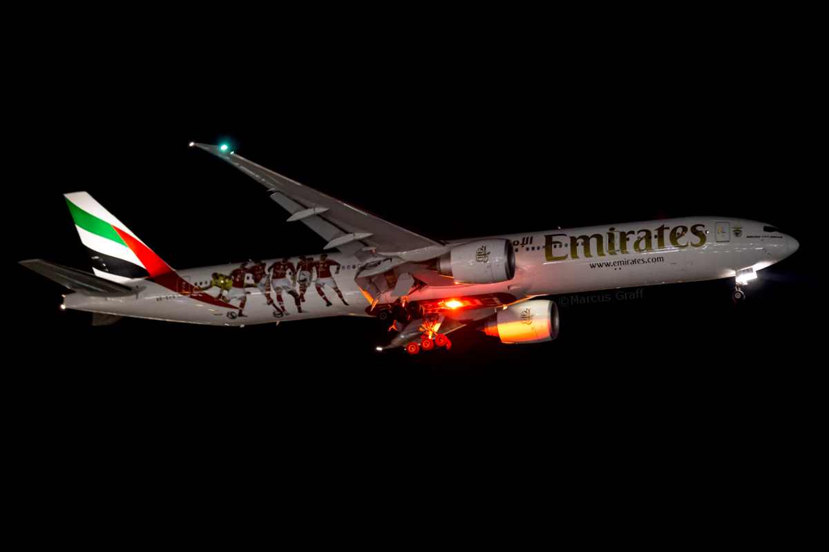 A6-EPA Boeing 777-31HER (MSN 42320/1317) of Emirates, in SL Benfica Football Club livery, at Perth Airport – Thu 2 June 2016. First visit to Perth wearing a special S.L Benfica Football Club scheme. Photographed on approach to runway 03 at 12:20AM as flight EK424 from Dubai. Photo © Marcus Graff