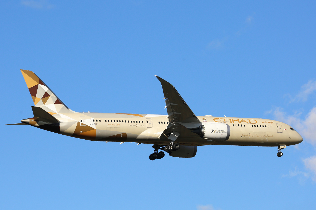 A6-BLE Boeing 787-9 DreamLiner (MSN 39650) of Etihad Airways at Perth Airport – 18 July 2016.