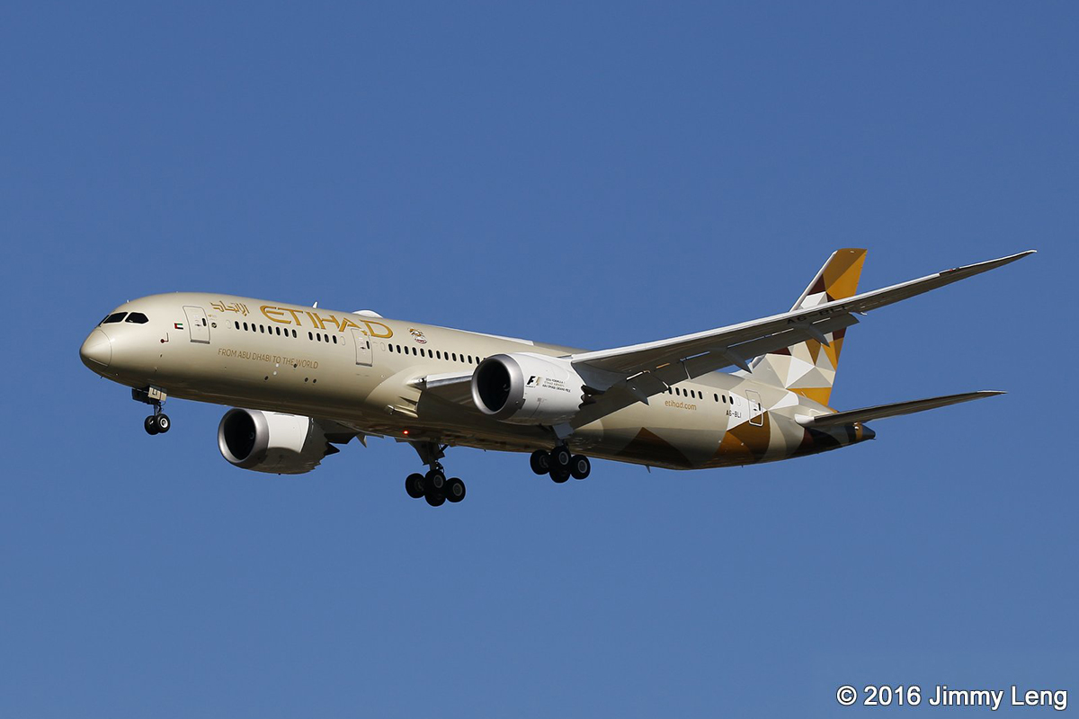 A6-BLI Boeing 787-9 DreamLiner (MSN 39655) of Etihad at Perth Airport – 2 August 2016.