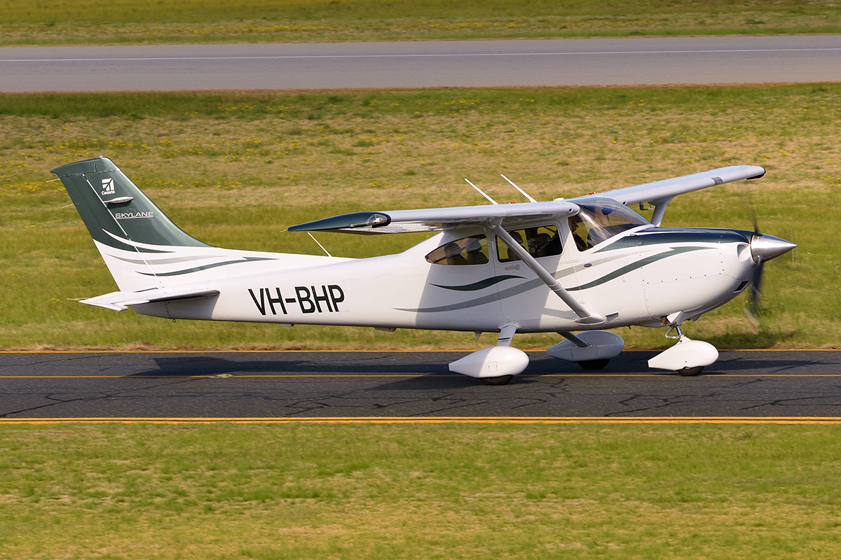 VH-BHP Cessna 182T (MSN 18282054) of DM Drainage & Constructions P/L at Jandakot Airport – 12 August 2016.