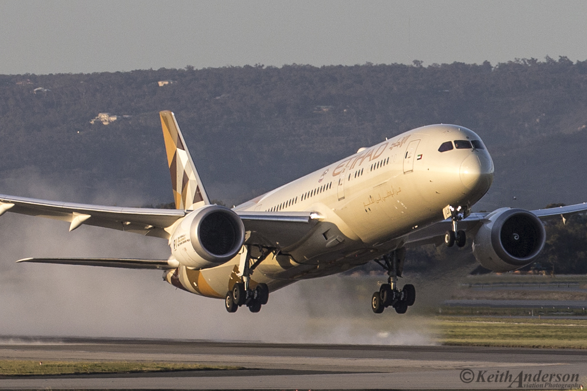 A6-BLD Boeing 787-9 DreamLiner (MSN 39649) of Etihad at Perth Airport – 22 August 2016.