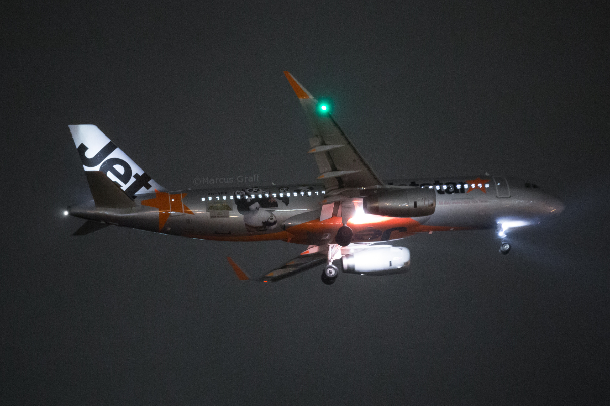 VH-VFX Airbus A320-232 (MSN 5871) of Jetstar, in 'Kung Fu Panda 3 movie' livery, at Perth Airport – Fri 26 August 2016. Flight JQ107 from Denpasar, on final approach to runway 21 in rain, at 9:49pm. Photo © Marcus Graff
