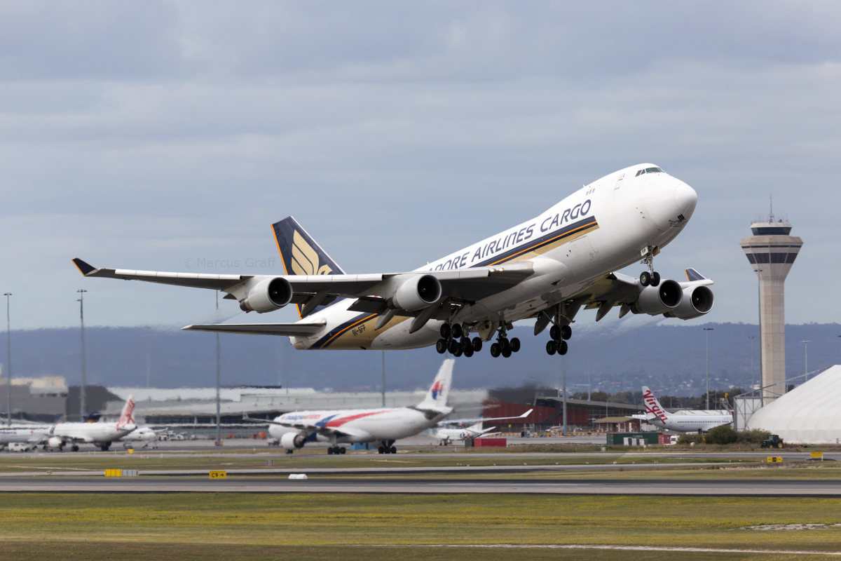 9V-SFP Boeing 747-412F (MSN 32902/1364) of Singapore Airlines Cargo at Perth Airport – Fri 9 September 2016. Taking off from runway 21 at 3:22pm as SQ7291 to Singapore. It had arrived in Perth from Auckland at 8:05am. Photo © Marcus Graff