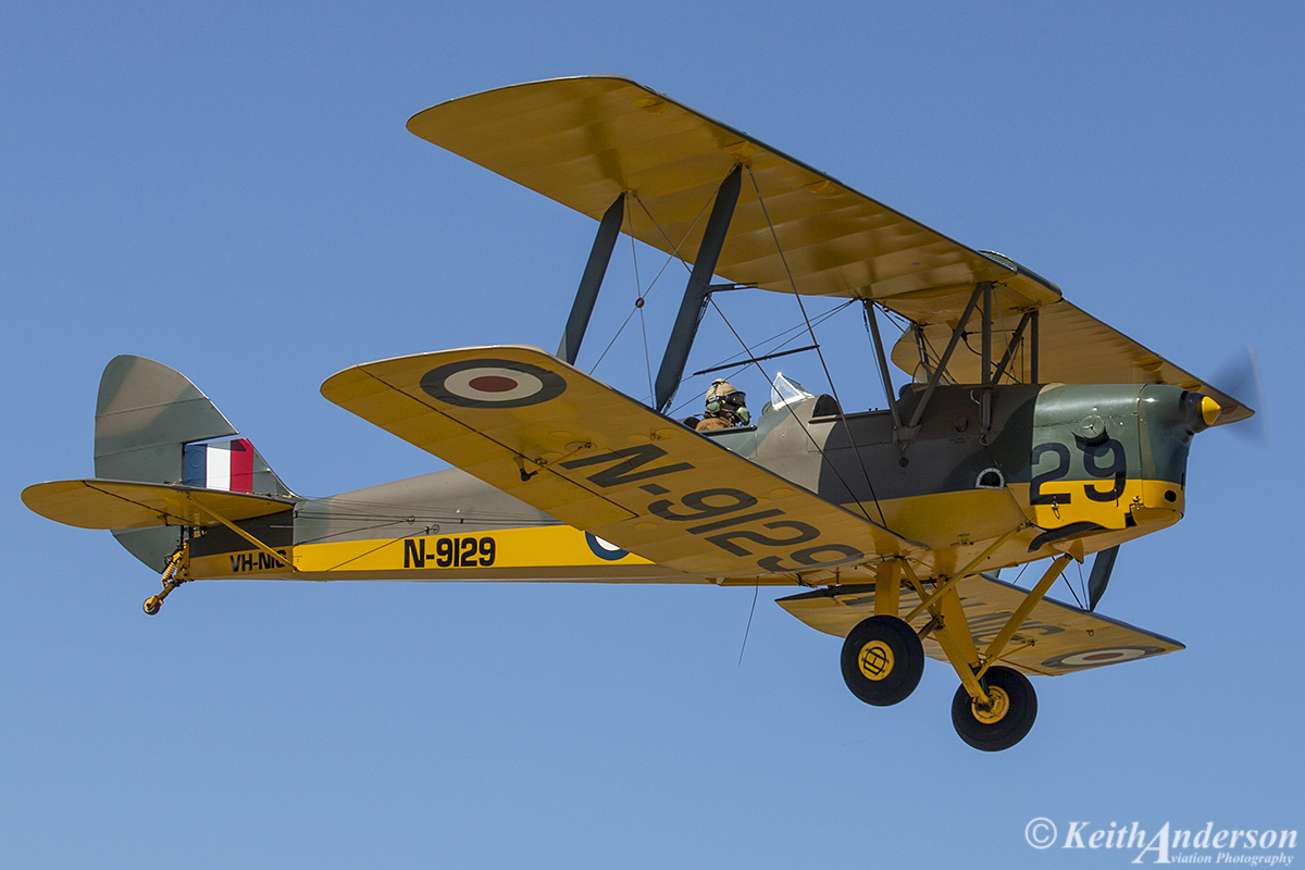 "VH-NIG/N9129/29 De Havilland DH-82A Tiger Moth (MSN 82248) owned by Nigel T Emmans "", at SABC Annual Fly In, Serpentine Airfield – Sun 25 September 2016. Based at Serpentine. Painted in RAF camouflage."