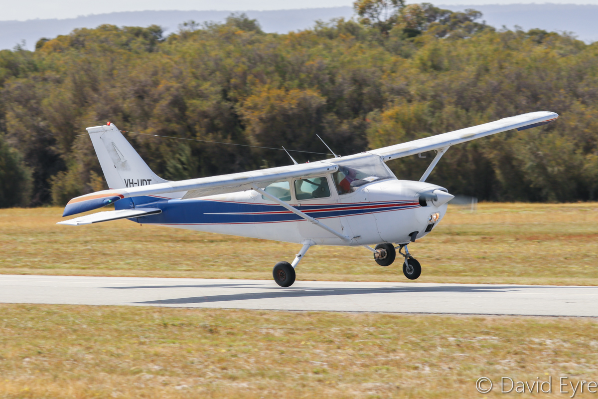 VH-UDT Cessna 172M Skyhawk (MSN 17264334) owned by Grapple Pty Ltd, at SABC Annual Fly-In, Serpentine Airfield – Sun 25 September 2016. AAWA member Scott Morgan is hit by a crosswind gust and chooses to go around for a second landing attempt, which he completed successfully. Built in 1974, ex N8978V. Photo © David Eyre