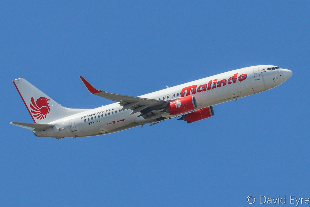 9M-LNV Boeing 737-8GP (MSN 39867/5635) of Malindo Air, over the northern suburbs of Perth - Sun 16 October 2016. Flight OD151 from Kuala Lumpur turning to join the approach to Perth Airport's runway 21 at 1:28pm. Photo © David Eyre