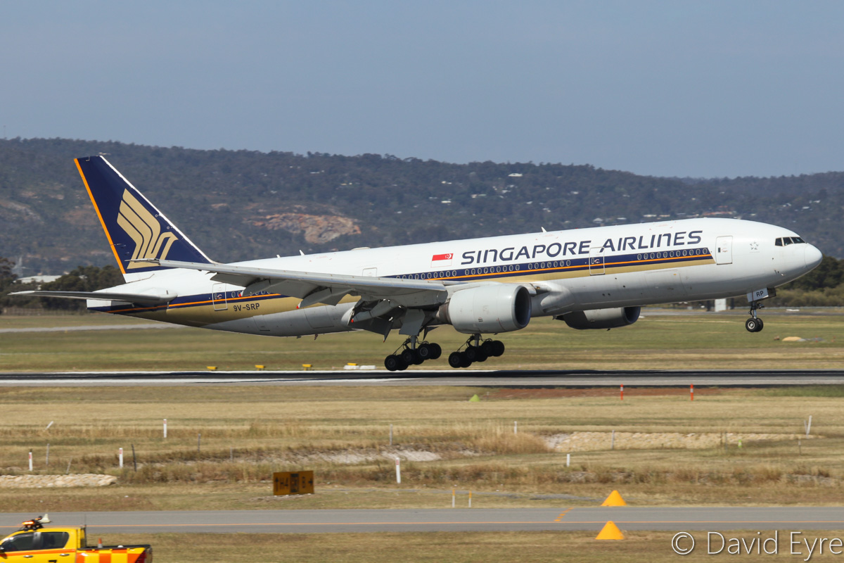 9V-SRP Boeing 777-212ER (MSN 33369/448) of Singapore Airlines at Perth Airport – Fri 28 October 2016. Landing on runway 21 at 2:30 pm as SQ223 from Singapore. Photo © David Eyre