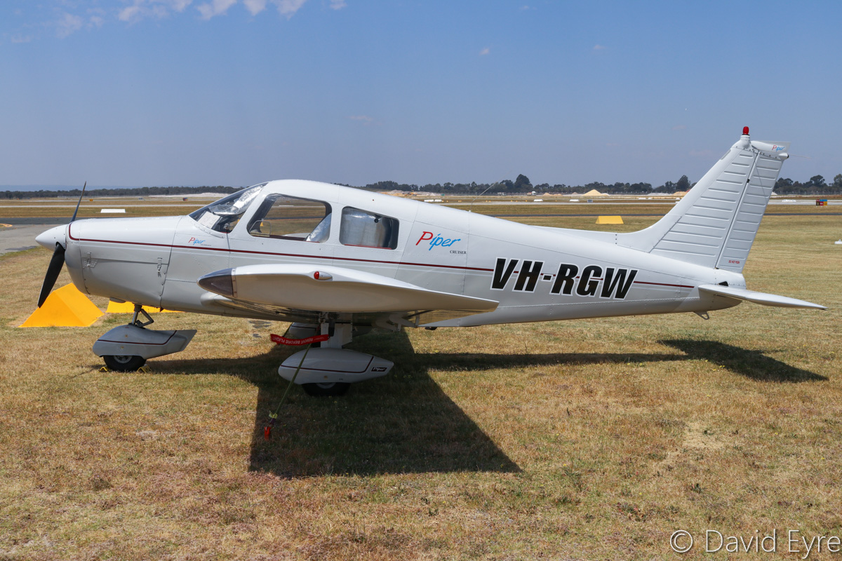 VH-RGW Piper PA-28-140 Cherokee Cruiser (MSN 28-7725244) owned by Democracy Pty Ltd, at Jandakot Airport - Fri 28 October 2016. Built in 1977, ex N5637V. Photo © David Eyre