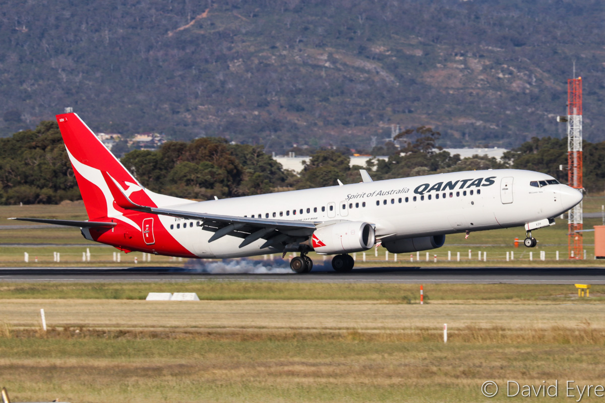 VH-XZH Boeing 737-838 (MSN 39372/4521) of Qantas, named 'McLaren Vale', at Perth Airport – Fri 28 October 2016. Flight QF793 from Darwin, landing on runway 21 at 4:40pm. Photo © David Eyre