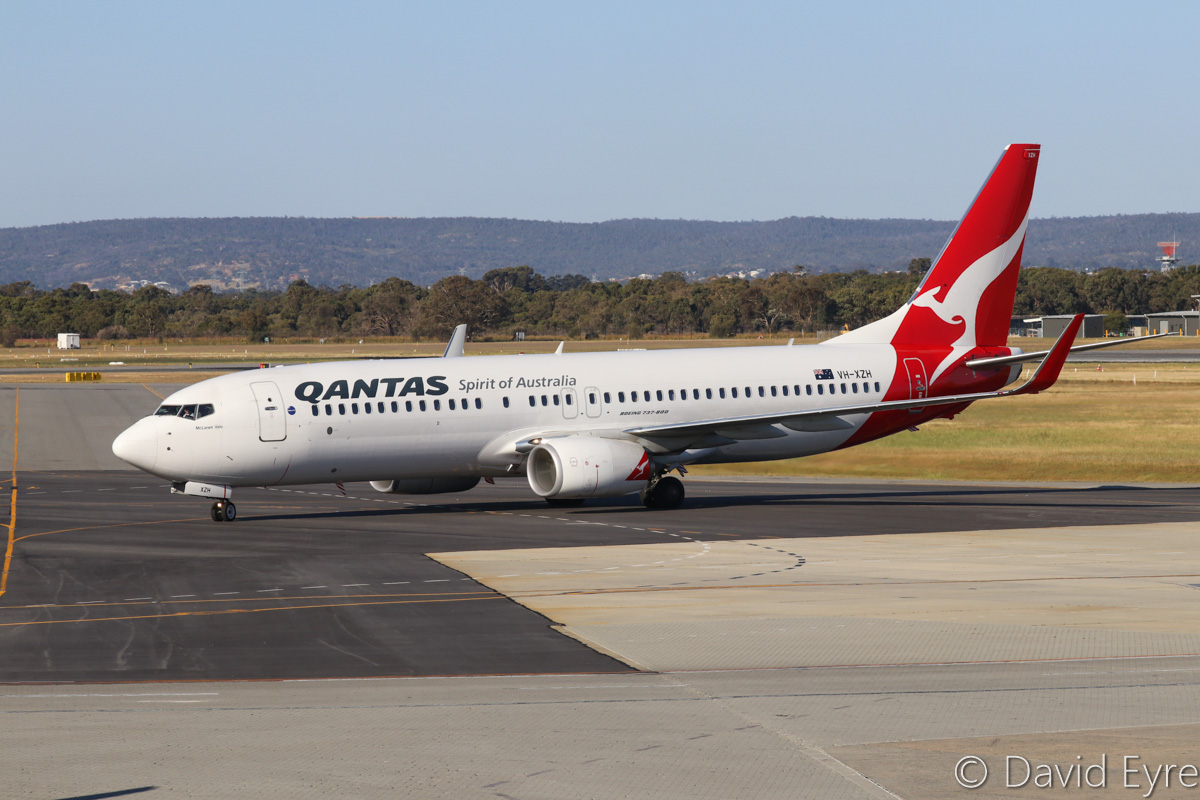 VH-XZH Boeing 737-838 (MSN 39372/4521) of Qantas, named 'McLaren Vale', at Perth Airport – Fri 28 October 2016. Flight QF793 from Darwin, taxying in to park at Terminal 4 at 4:44pm. Photo © David Eyre