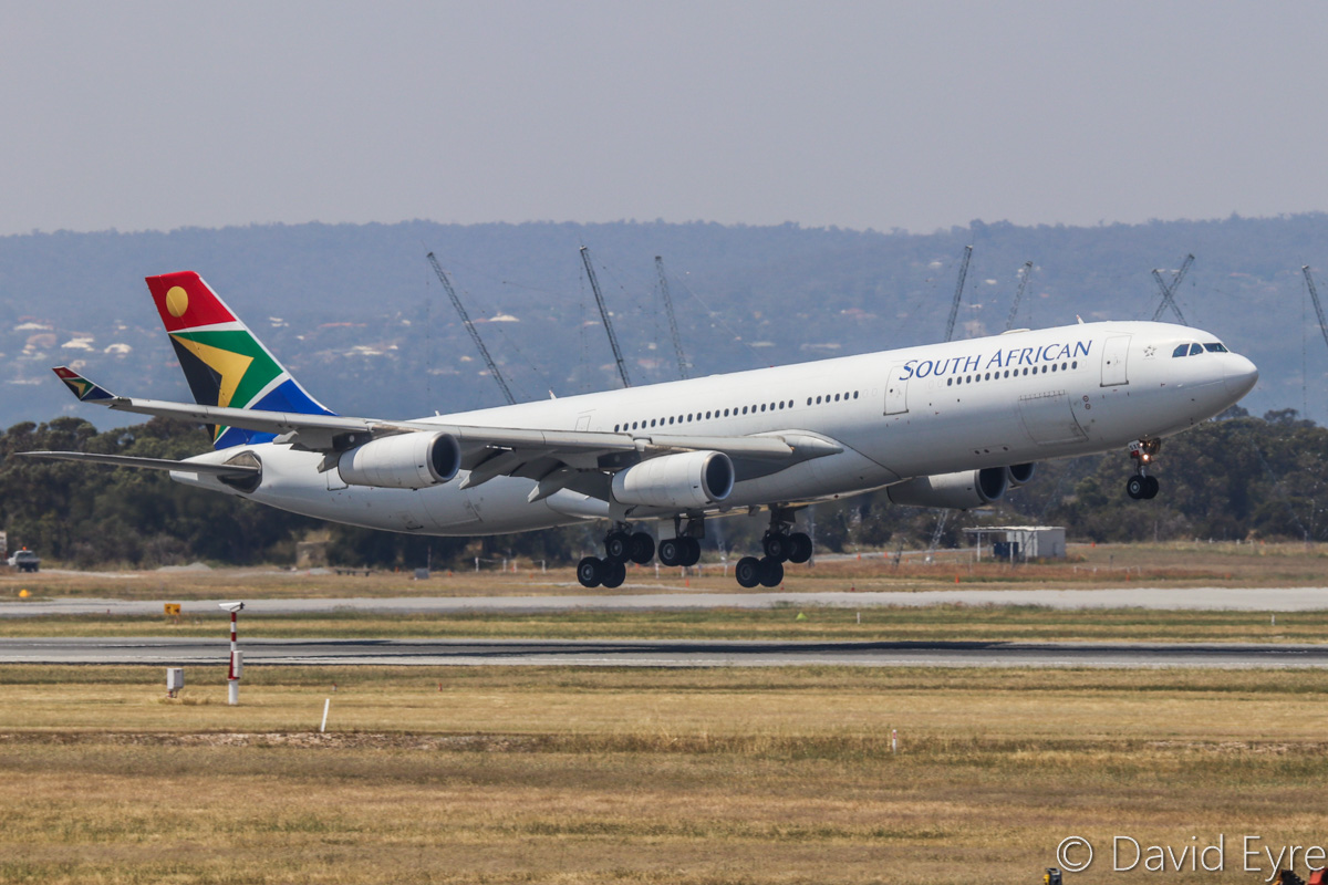 ZS-SXB Airbus A340-313X (MSN 582) of South African Airways, at Perth Airport – Fri 28 October 2016. Flight SA280 from Johannesburg, landing on runway 21 at 12:45pm. Photo © David Eyre