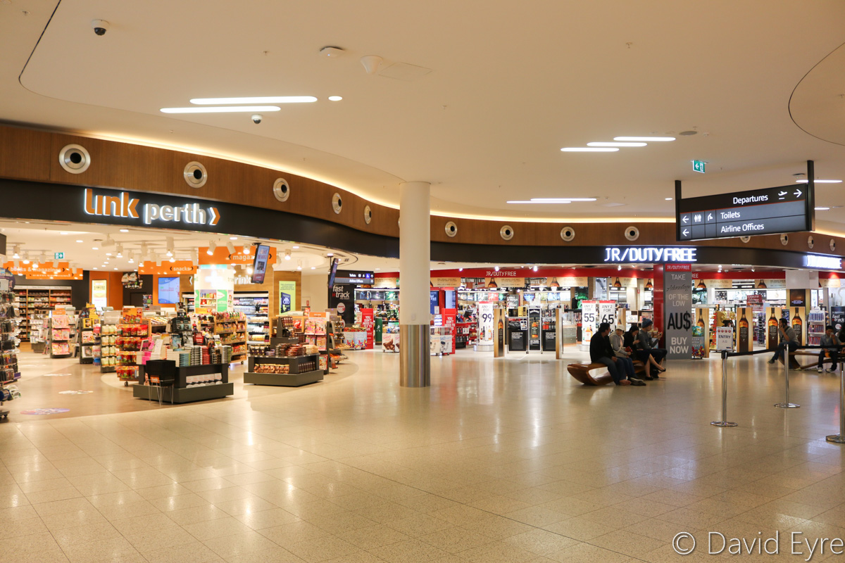 Retail area on Level 1, Terminal 1 International, Perth Airport - Sat 28 October 2016. Photo © David Eyre