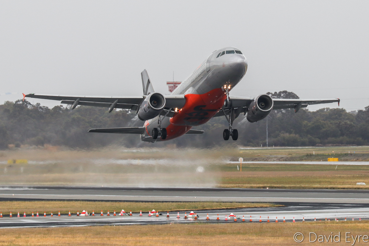 VH-VQL Airbus A320-232 (MSN 2642) of Jetstar, at Perth Airport - Sat 29 October 2016. Flight JQ977 to Melbourne, taking off from a rain-soaked runway 21 at 10:28am. Photo © David Eyre