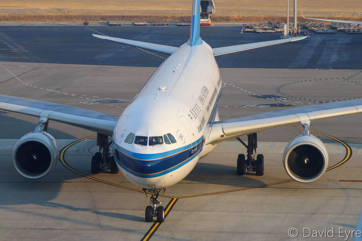 B-6532 Airbus A330-223 (MSN 1234) of China Southern Airlines at Perth Airport – Thu 3 November 2016. Flight CZ319 from Guangzhou taxying in to park at Bay 152, Terminal 1 International, at 6:14am. Photo © David Eyre