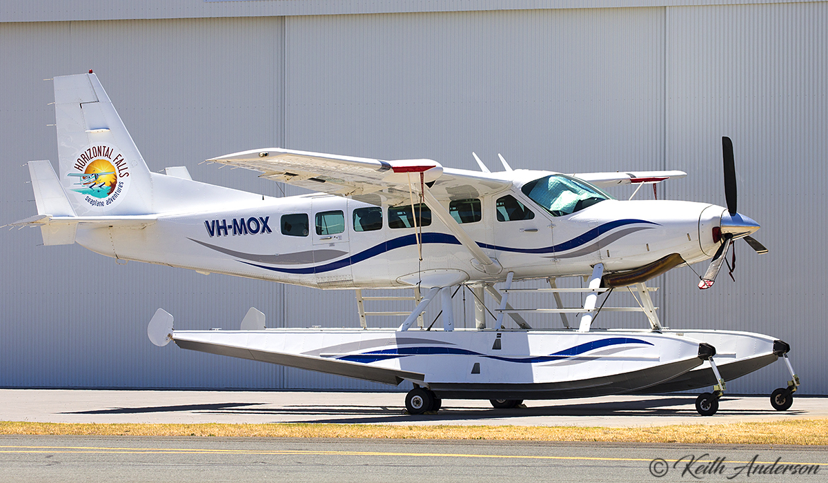 VH-MOX Cessna 208 Caravan (amphibious floatplane) (MSN 20800227) operated by West Coast Air Services of Broome, at Jandakot Airport – 5 November 2016.