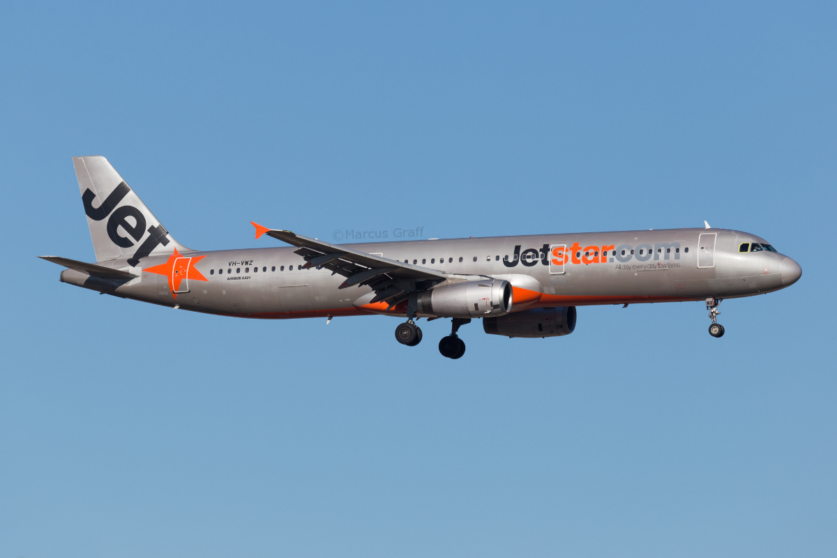VH-VWZ Airbus A321-231 (MSN 1195) of Jetstar, at Perth Airport – Mon 14 November 2016. Flight JQ972 from Melbourne, on final approach to runway 03 at 7:05am. Photo © Marcus Graff