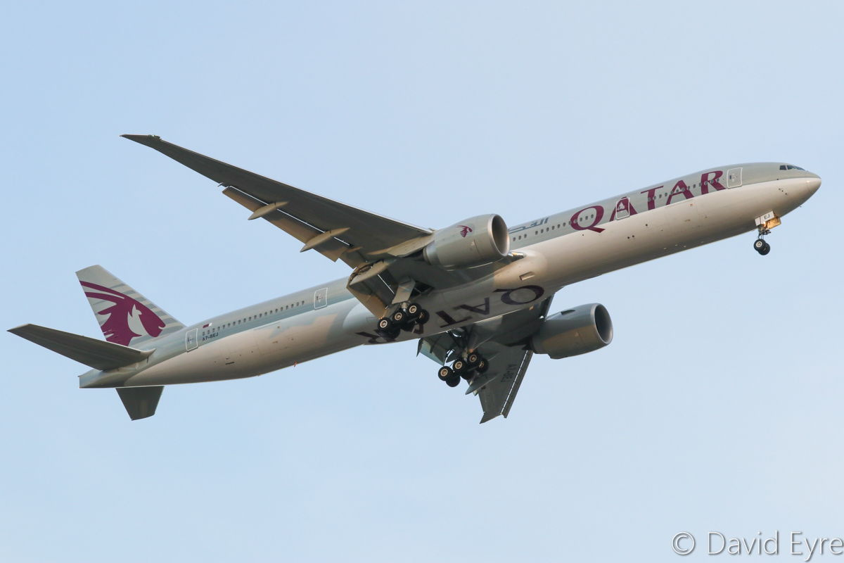 A7-BEJ Boeing 777-3DZ ER (MSN 60336/1404) of Qatar Airways, over Guildford - Fri 2 December 2016. Flight QR900 from Doha, at 700 feet, on final approach to Perth Airport's runway 21 at 6:52pm. Photo © David Eyre