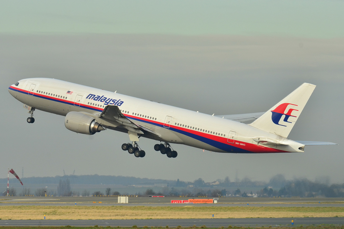 9M-MRO Boeing 777-2H6ER (MSN 28420/404) of Malaysia Airlines, taking off from Paris-Charles De Gaulle on 26 December 2011. This is the aircraft which disappeared on 8 March 2014 as flight MH370. Photo © Laurent Errera (Creative Commons license)