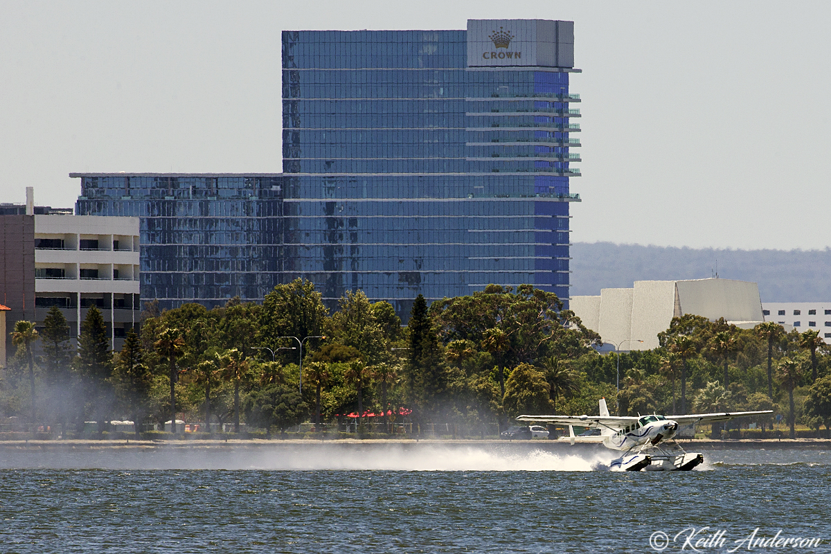 VH-MOX Cessna 208 Caravan (amphibious floatplane) (MSN 20800227) of Swan River Seaplanes on the Swan River, South Perth – 23 January 2017.