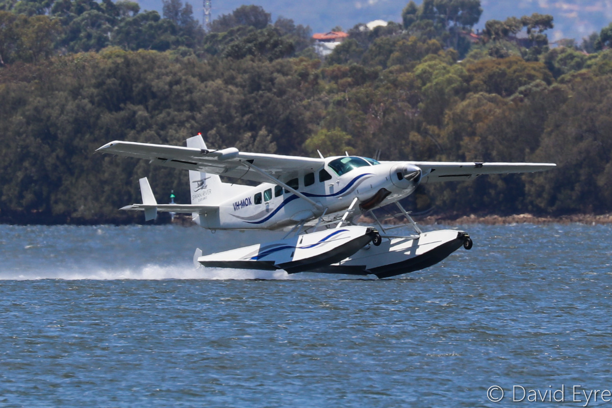 VH-MOX Cessna 208 Caravan (amphibious seaplane) (MSN 20800227) operated by Swan River Seaplanes (West Coast Air Services Pty Ltd/Avanova Pty Ltd), Swan River, South Perth - Mon 23 January 2017. Just getting airborne from the Swan River at 12:16pm, after the official ceremony to launch seaplane tourism services between Perth's Swan River and Margaret River Airstrip, including tours of Margaret River wineries. Photo © David Eyre