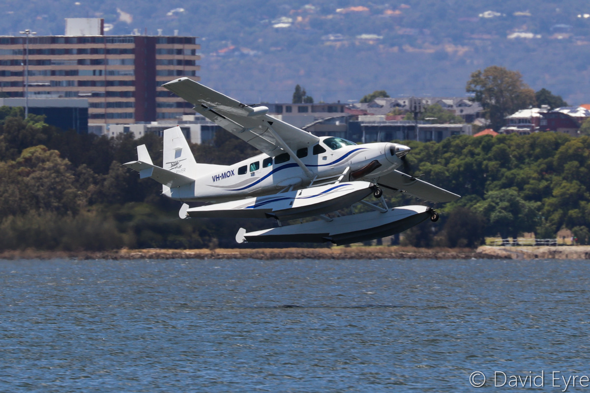 VH-MOX Cessna 208 Caravan (amphibious seaplane) (MSN 20800227) operated by Swan River Seaplanes (West Coast Air Services Pty Ltd/Avanova Pty Ltd), Swan River, South Perth - Mon 23 January 2017. Just after taking off from the Swan River at 12:16pm, following the official ceremony to launch seaplane tourism services between Perth's Swan River and Margaret River Airstrip, including tours of Margaret River wineries. Photo © David Eyre