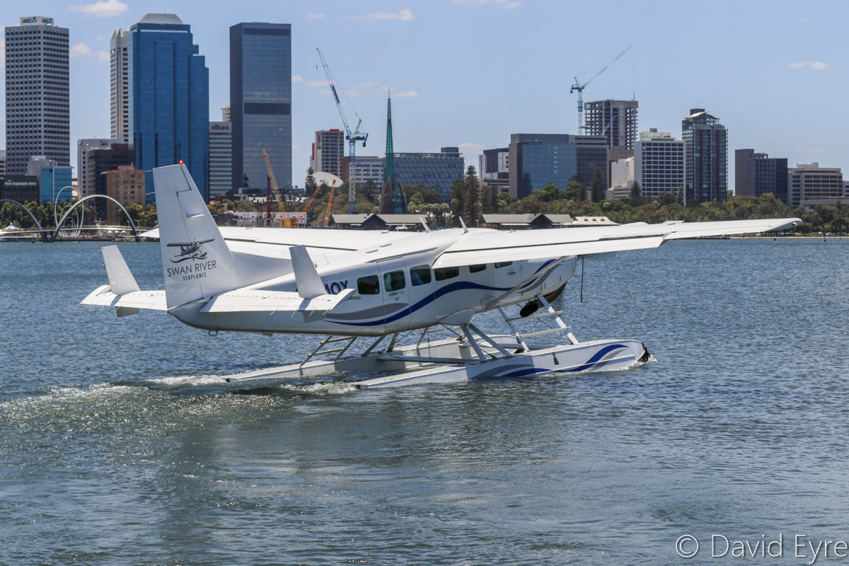 VH-MOX Cessna 208 Caravan (amphibious seaplane) (MSN 20800227) operated by Swan River Seaplanes (West Coast Air Services Pty Ltd/Avanova Pty Ltd), off Queen Street Jetty, South Perth - Mon 23 January 2017. Taxying out for departure from the Swan River at 12:08pm, after the official ceremony to launch seaplane tourism services between Perth's Swan River and Margaret River Airstrip, including tours of Margaret River wineries. Photo © David Eyre