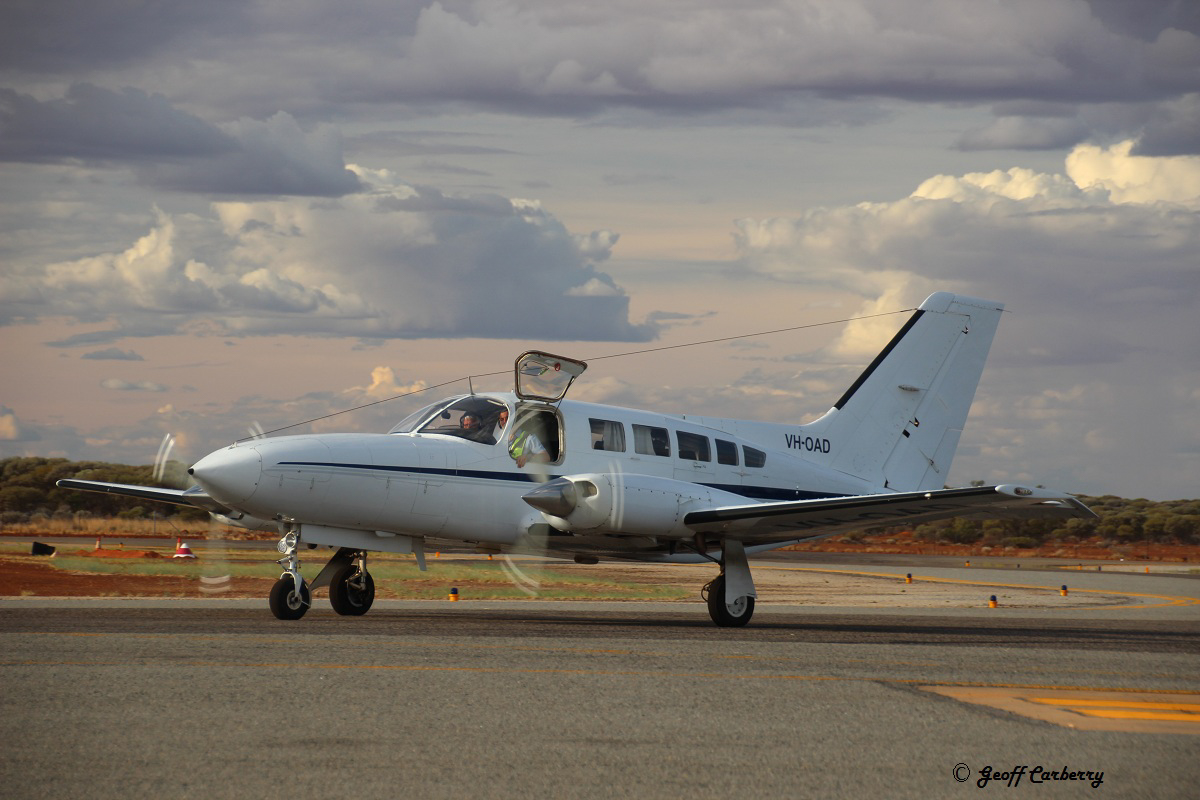 VH-OAD Cessna 402C (MSN 402C0014) operated by Jandakot Flight Centre (Aerohire Pty Ltd), at Meekatharra Airport - Tue 7 February 2017. Formerly operated by Paul Lyons Aviation, this brought an engineer to fix a fuel leak on Beech Baron VH-HLS. Photo © Geoff Carberry