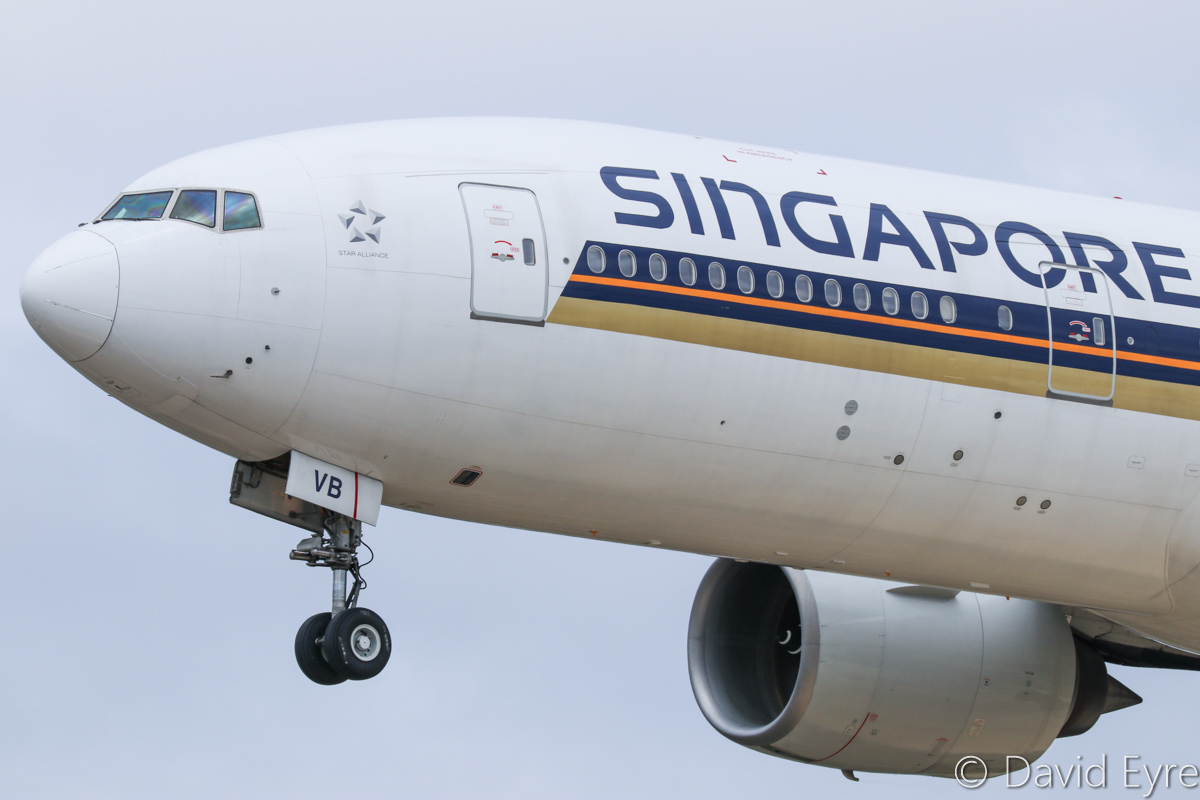 9V-SVB Boeing 777-212ER (MSN 28525/353) of Singapore Airlines at Perth Airport – Sat 11 February 2017. Flight SQ213 from Singapore on final approach to runway 06 at 12:24pm. Photo © David Eyre