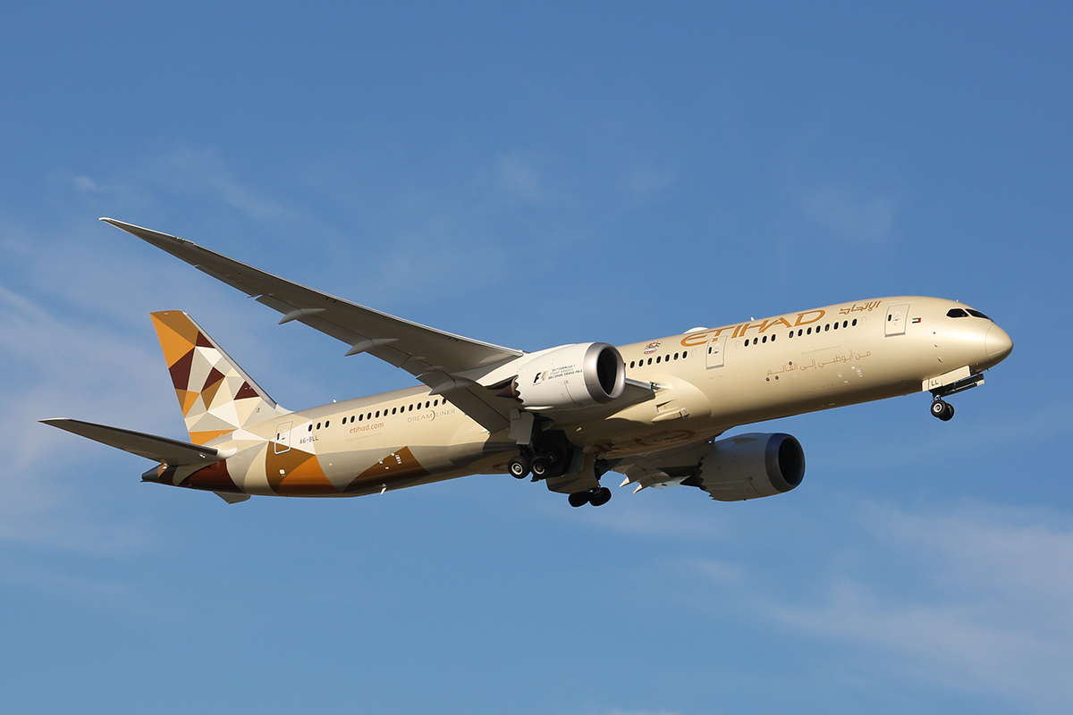 A6-BLL Boeing 787-9 DreamLiner (MSN 39656) of Etihad Airways at Perth Airport – 5 March 2017