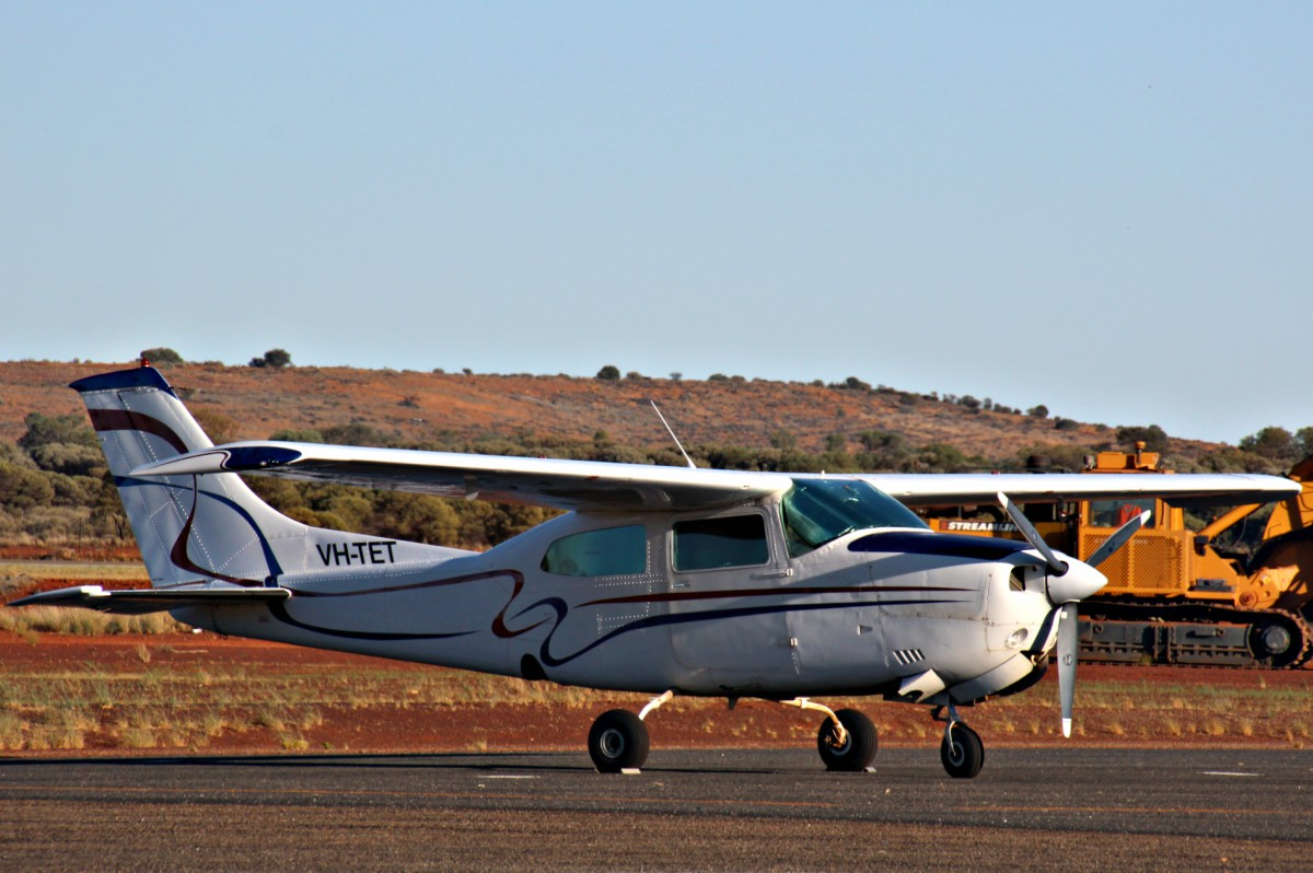 VH-TET Cessna 210M Centurion (MSN 21062889) owned by Neatford Pty Ltd, of Kora, Queensland, at Meekatharra Airport - Wed 8 March 2017. Built in 1978, ex N6021N. Photo © Geoff Carberry