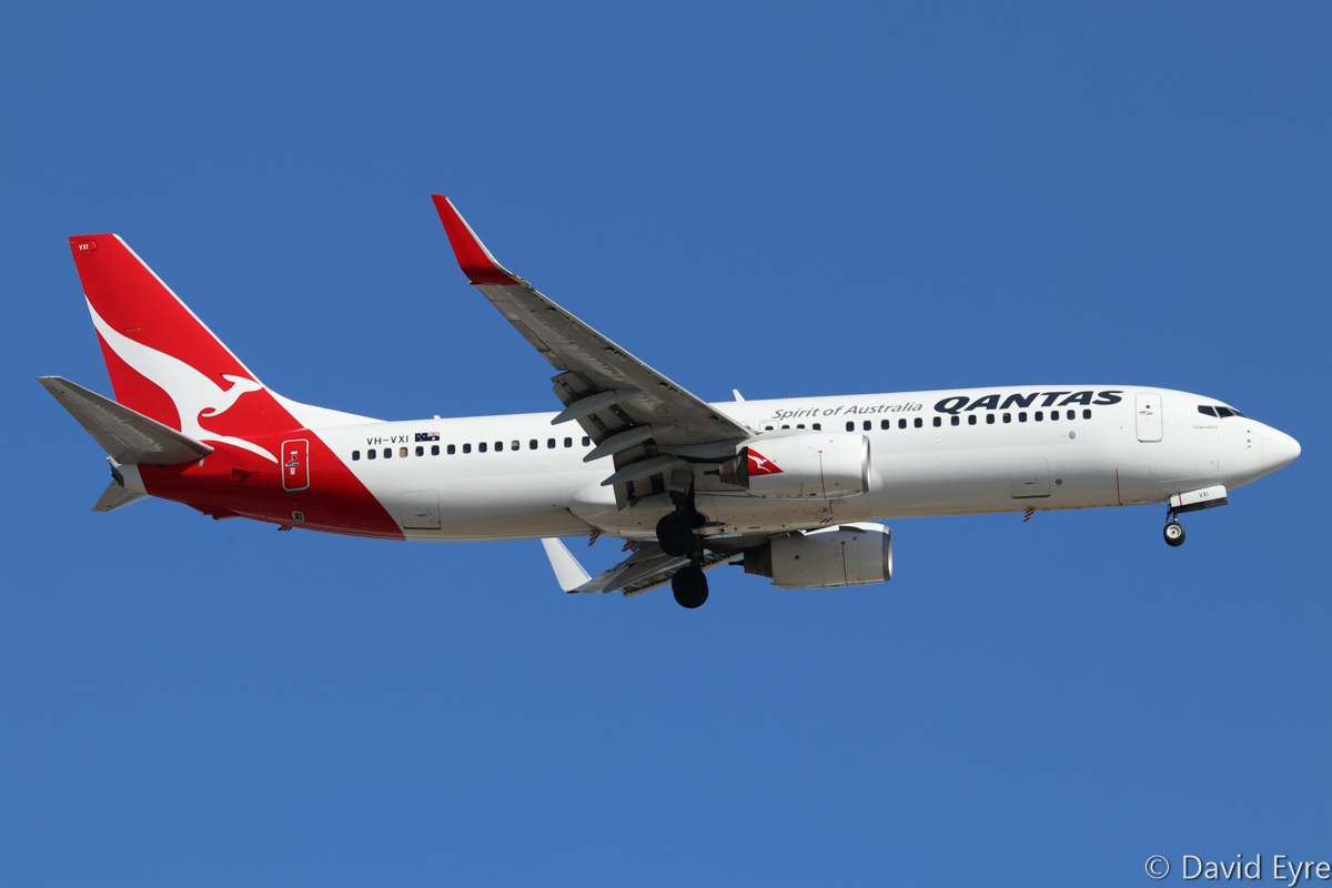 VH-VXI Boeing 737-838 (MSN 33479/1141) of Qantas, named 'Oodnadatta', at Perth Airport - Tue 11 August 2015. QF793 from Darwin, on approach to runway 24 at 4:24pm. Photo © David Eyre