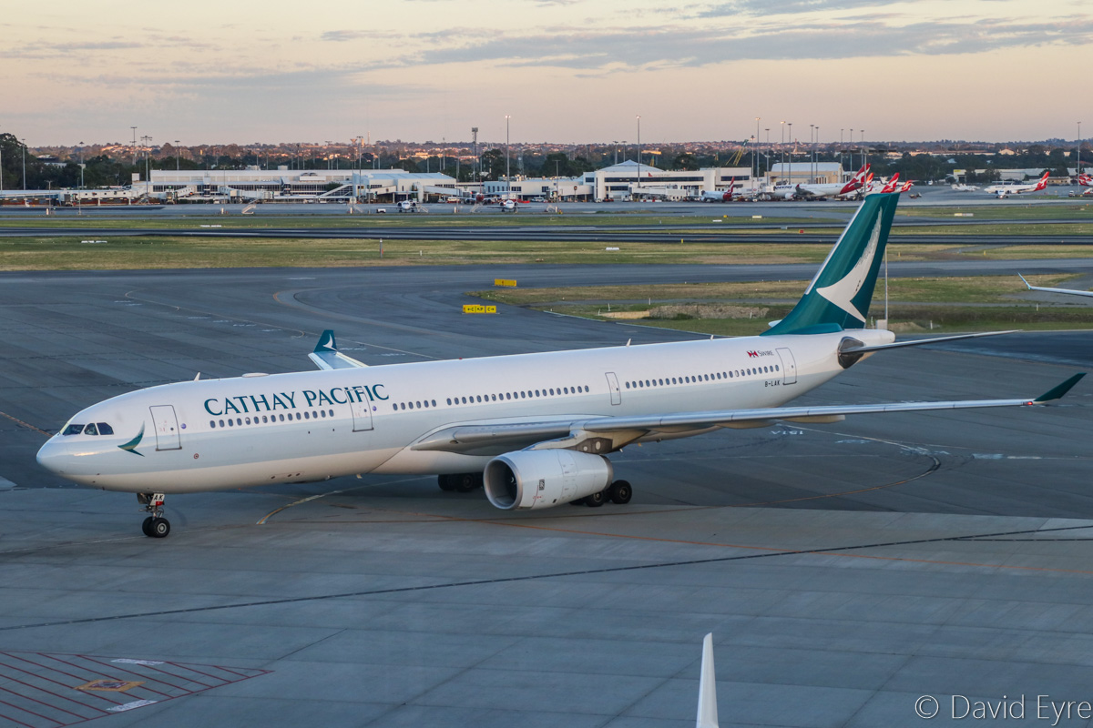 B-LAK Airbus A330-343X (MSN 1196) of Cathay Pacific, at Perth Airport – Fri 10 March 2017. Wearing Cathay Pacific's new livery. CX137 from Hong Kong taxying in to park at Bay 151 at 6:27am. Photo © David Eyre
