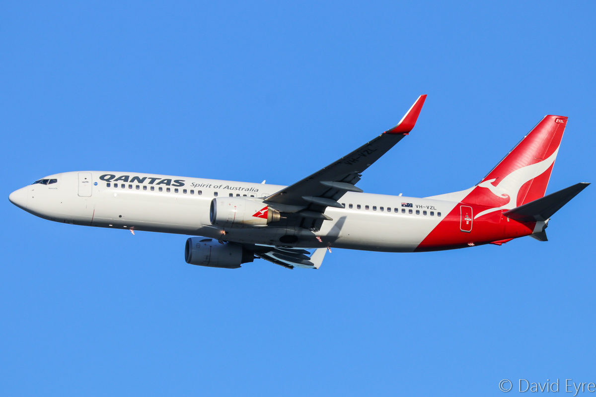 VH-VZL Boeing 737-838 (MSN 34194/3621) of Qantas, named 'Newcastle', at Perth Airport - Fri 10 March 2017. Flight QF650 to Brisbane, climbing after take-off from runway 21 at 7:13am. Photo © David Eyre