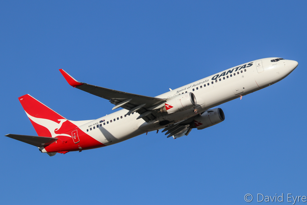 VH-VXU Boeing 737-838 (MSN 33761/1420) of Qantas, named 'Woolongong' at Perth Airport – Thu 23 March 2017. Climbing after taking off from runway 21 at 5:22pm as QF584 to Adelaide. Photo © David Eyre