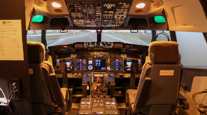 Boeing 737-800 simulator at Flight Experience Perth - Fri 31 March 2017. Photo © David Eyre
