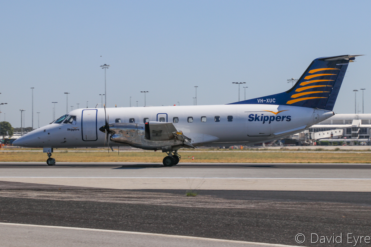 VH-XUC Embraer 120ER Brasilia (MSN 120208) of Skippers Aviation, at Perth Airport - Wed 5 April 2017. Landing on runway 21 at 12:24pm, arriving from Carnarvon. Seen from runway 24 (temporarily closed), near intersection with runway 21. Photo © David Eyre