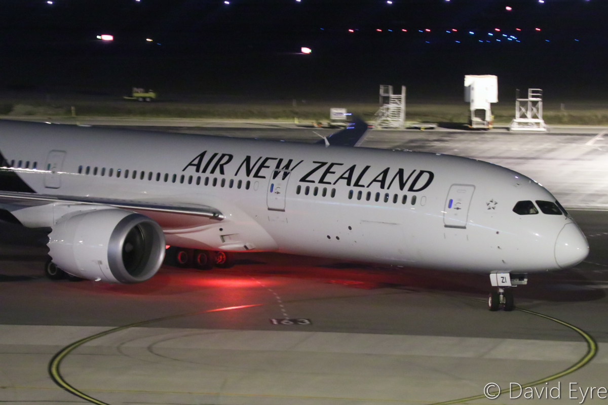 ZK-NZI Boeing 787-9 Dreamliner (MSN 37965/456) of Air New Zealand, at Perth Airport - Thu 6 April 2017. Flight NZ177 from Auckland, turning to park at Bay 152 at 10:19pm. Photo © David Eyre