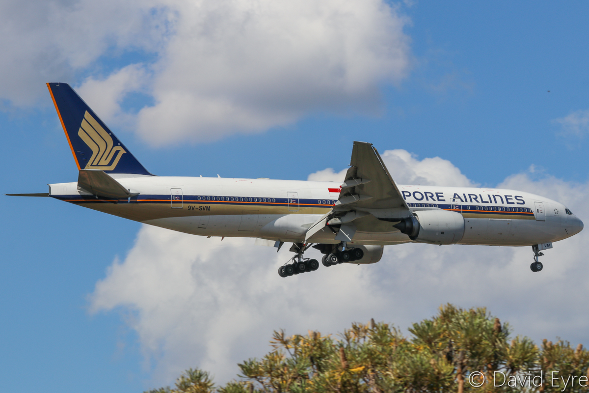 9V-SVM Singapore Airlines Boeing 777-212ER (MSN 30874/430) of Singapore Airlines, at Perth Airport - 24 April 2017. SQ213 from Singapore, on approach to runway 21 at 12:33pm. Photo © David Eyre