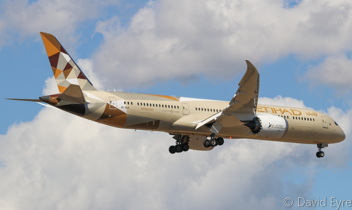 A6-BLH Boeing 787-9 Dreamliner (MSN 39653/452) of Etihad at Perth Airport – 24 April 2017. Flight EY486 from Abu Dhabi, on approach to runway 21 at 1:16pm. Photo © David Eyre